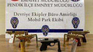Ruhsatsız tabanca taşıyan şahıslar polisin takibiyle yakalandı