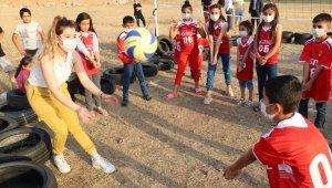 TVF'den Siirtli çocuklara voleybol seti ve forma