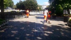 Ayasofya Camii'nin içerisi ve bahçesi böyle dezenfekte edildi