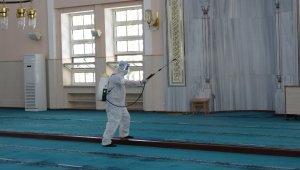 Kartal'da Bayram öncesi ibadethaneler dezenfekte edildi
