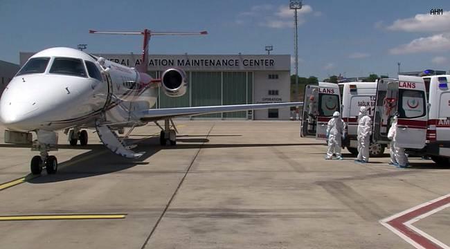 Korona virüse yakalan 2 Türk ambulans uçakla Kazakistan'dan İstanbul'a getirildi