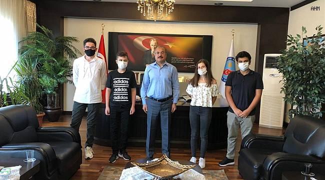 Matematik Olimpiyatlarında Dereceye Giren Öğrencilerden avcılar kaymakamı Kemal İnan'a Ziyaret
