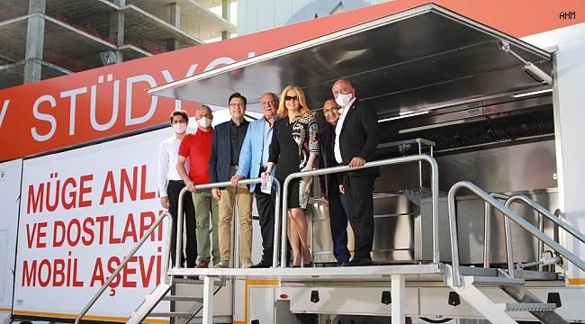 Müge Anlı'nın başlattığı yardım kampanyasında Kızılay'a 8 mobil aşevi bağışlandı