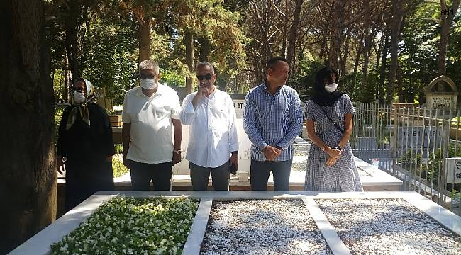 Usta sanatçı Kemal Sunal vefatının 20'inci yılında mezarı başında anıldı