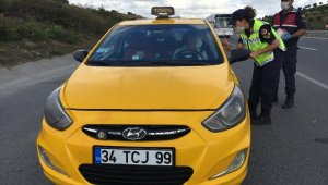 İstanbul İl Jandarma Komutanlığı ekipleri otobüs ve taksileri denetledi