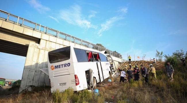Yolcu Otobüsü Yoldan Çıktı: 5 ölü 25 yaralı