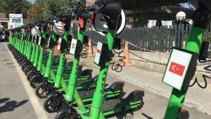 12 ülke konsolosu elektrikli scooter ile Zeytinburnu'nu gezdi