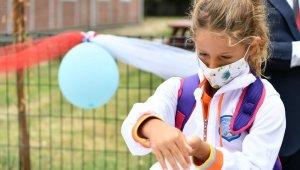 Okul zilini çalan Vali Yerlikaya'dan, öğrencilere maske ve mesafe uyarısı