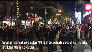 Avcılar'da vatandaşlar 19.23'te sokak ve balkonlarda İstiklal Marşı okudu