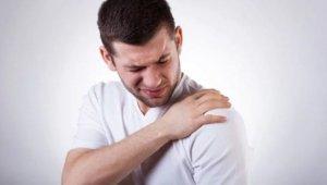 Omuz ağrısı en çok ev kadınlarında ve sporcularda görülüyor