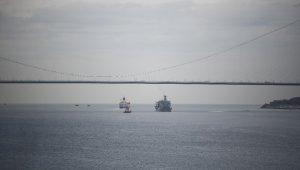 ADB savaş gemisi İstanbul Boğazı'ndan geçti