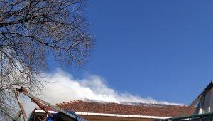 Zeytinburnu'na dağıtım sağlayan trafoda yangın