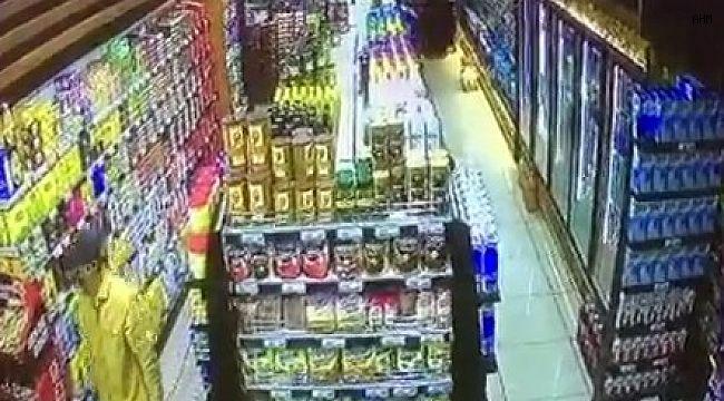 5 litrelik sıvı yağı çaldı, marketten elini kolunu sallayarak çıktı