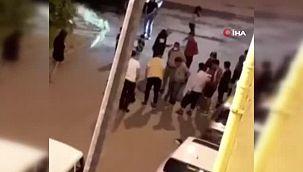 Avcılar'da darp ettikleri kadını arabadan sokağa attılar