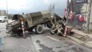 Başakşehir'de beton yüklü traktör devrildi: 1 yaralı