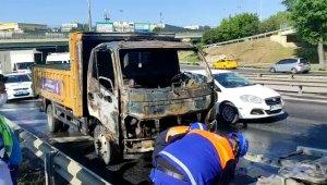Basın Ekspres'te seyir halindeki kamyonet yandı