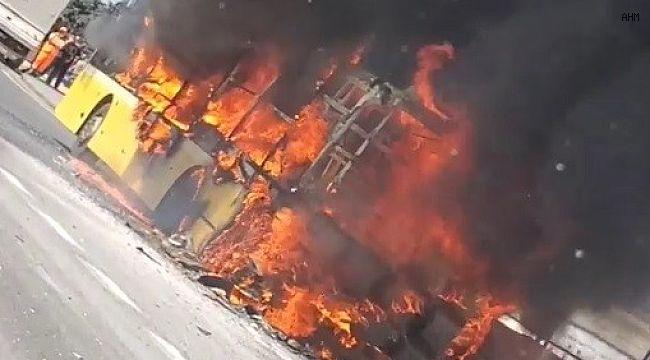 İstanbul'da İETT otobüsü alev alev yandı