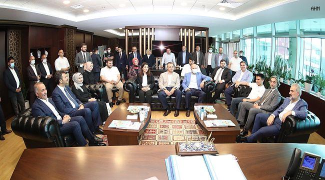 AK Parti İstanbul İl Başkanı Kabaktepe, Sultangazi Belediyesini ziyaret etti