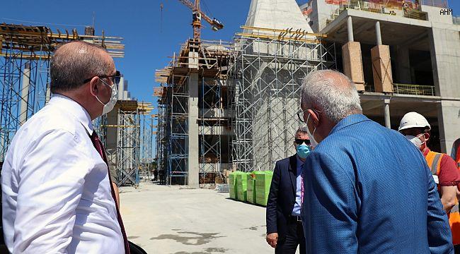 Cumhurbaşkanı Erdoğan, Barbaros Hayrettin Paşa Camii inşaatında incelemelerde bulundu