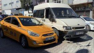 """Şişli'de """"yol verme"""" kavgasında kan aktı: Taksici tartıştığı sürücüyü bacağından vurdu"""