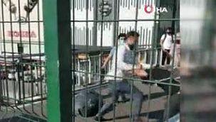 Avcılar'da seyyar satıcılar yumruk yumruğa kavga etti