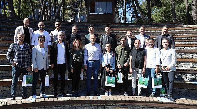 Çekmeköy Belediye Başkanı Poyraz, ünlü radyocuları Çekmeköy'de ağırladı