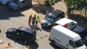 Evlere girmeye çalışan hırsız suçüstü yakalandı, kovalamaca anı kameraya yansıdı