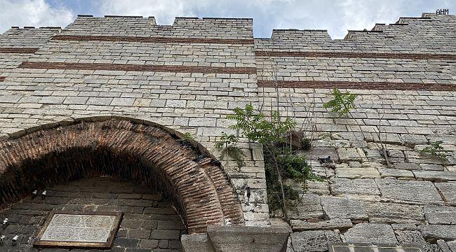 Fatih Sultan Mehmet'in ordusunun İstanbul'a girdiği kapı madde bağımlıları ve evsizlere mesken oldu