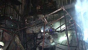 Kadıköy'de 3 katlı restoran alev alev yandı