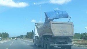 Şile yolunda kamyonun kasasından dökülen parçalar paniğe neden oldu