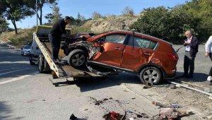 Avcılar'da düz yolda bahçe duvarına çarpan araç takla attı