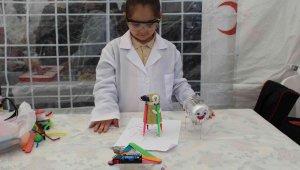 Küçük kaşifler bilim şenliğinde buluştu