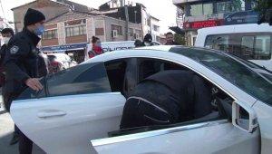 Okmeydanı'nda araçlar didik didik arandı