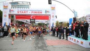 Zeytinburnu'nda bin spor tutkunu Cumhuriyet Koşusu'nda ter döktü