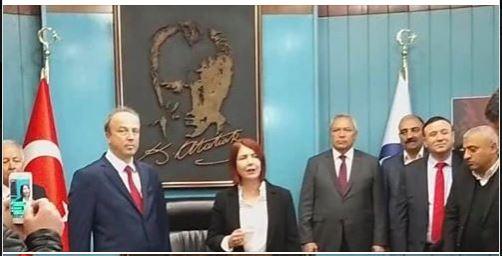 Başkan Turan Hançerli Eski Başkan Handan Toprak Düellosu Sürüyor...