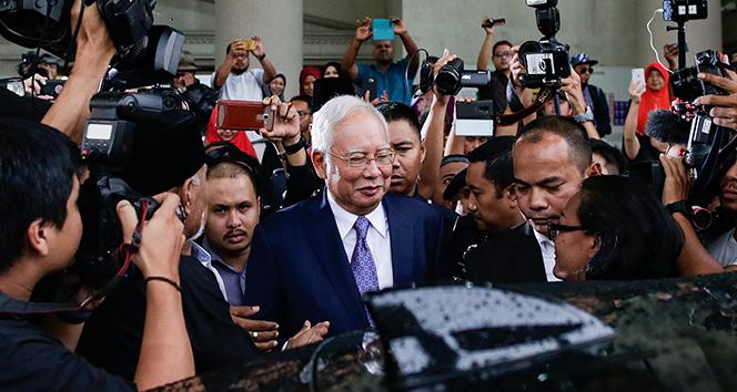 Eski Malezya Başbakanı Rezak hakim karşısında