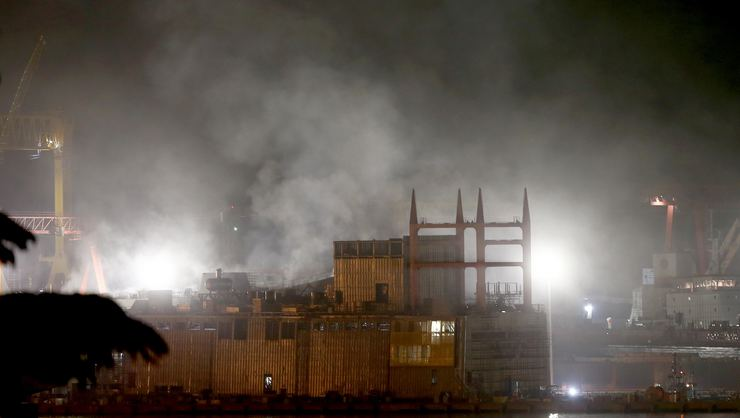 Tuzla'da özel bir tersanedeki gemide yangın çıktı!