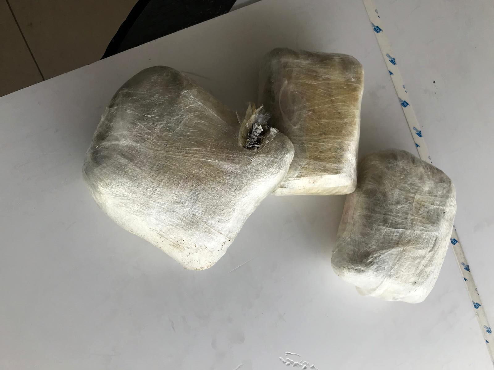 Kargoya verilen paketten 4 kilo uyuşturucu çıktı