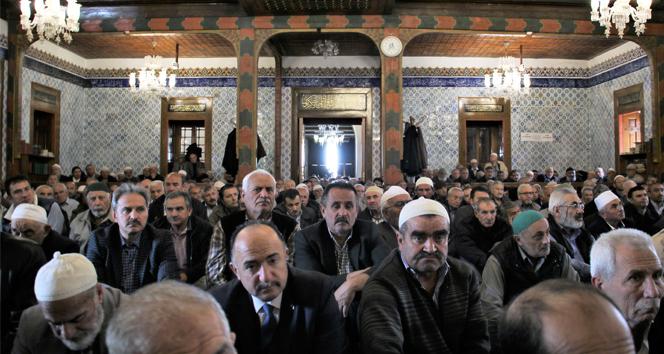 Ramazan ayının ilk cumasında camiler doldu taştı