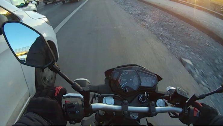 """TEM'de motosikletlinin """"başına"""" gelmeyen kalmadı"""