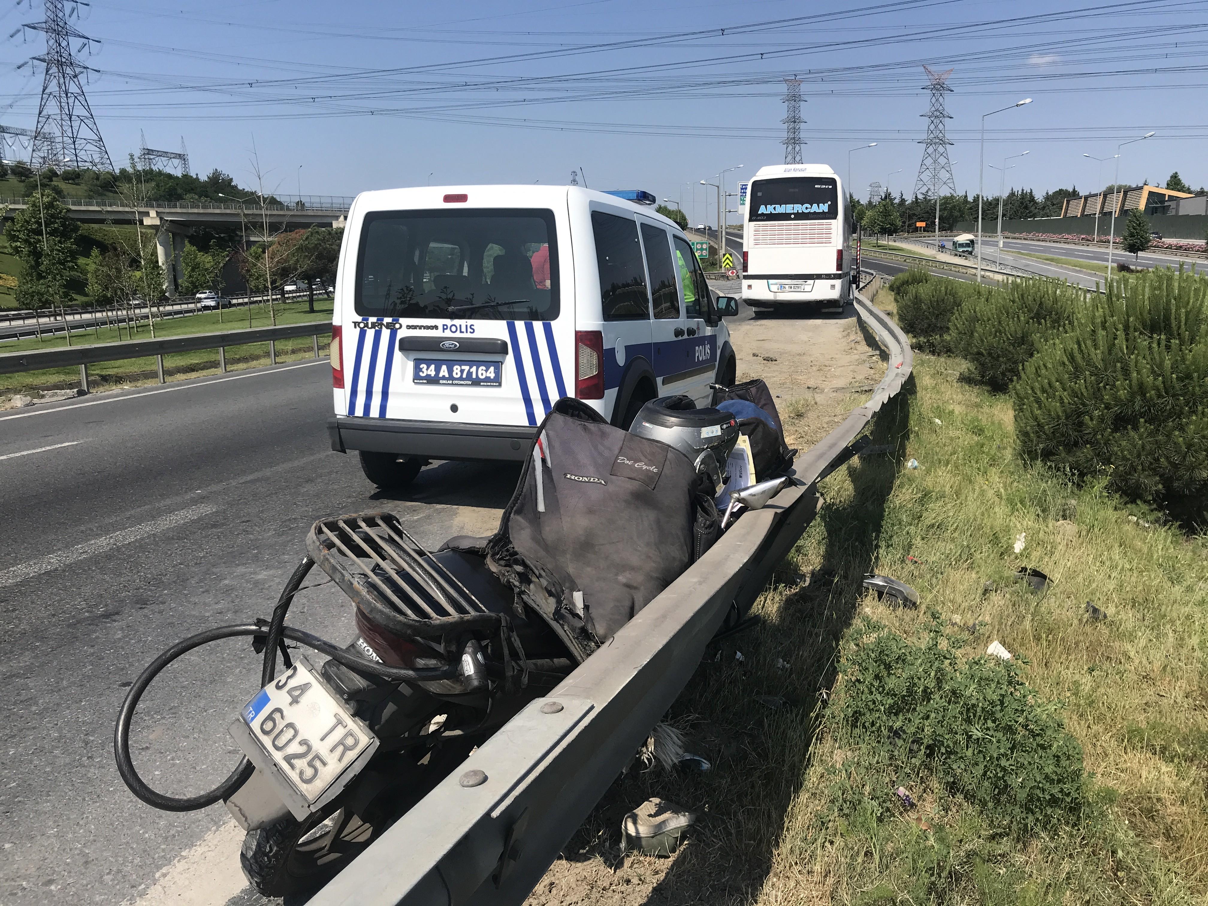 Tur Otobüsünün Sıkıştırdığı Motosikletli Şarampole Uçtu!