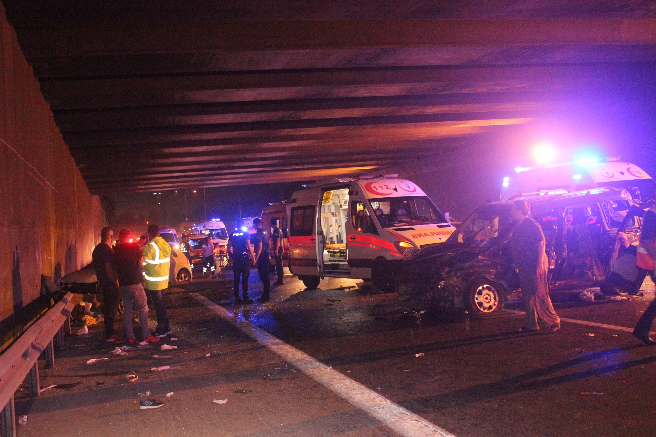 Makas atmaya çalışırken kaza yaptı: 2 ölü 8 yaralı!