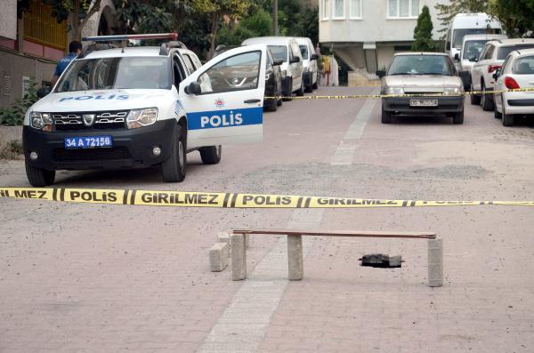 Avcılar'da yolda oluştu, polis çembere aldı