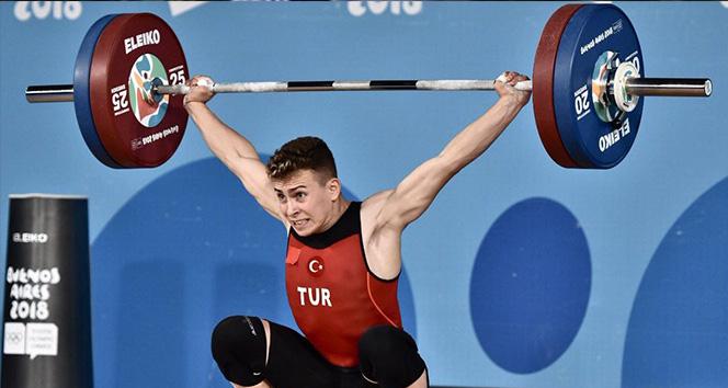 Caner Toptaş, halterde Dünya Şampiyonu oldu
