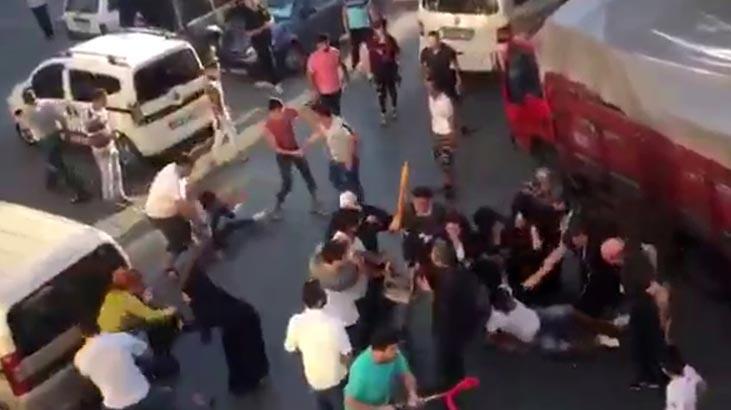 İstanbul'un göbeğinde tekmeli tokatlı kavga!