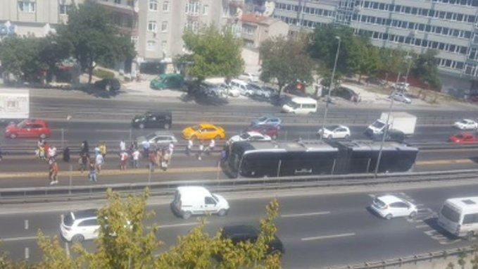 Avcılar'da Metrobüs Alev Aldı !!!