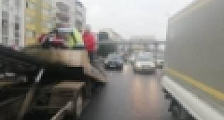 Avcılar E-5'te trafiği kilitleyen kaza: 1 yaralı