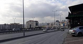 Avcılar'da vatandaşlar E-5'in ortasında otobüs bekliyor!